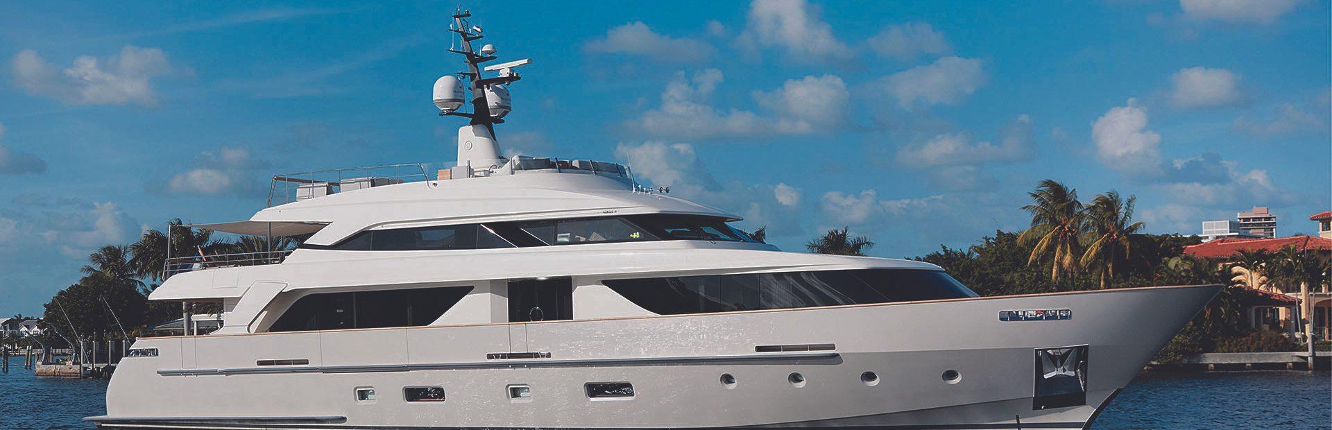 SD112 Yacht Charter