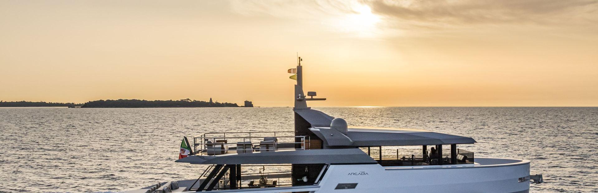 Sherpa XL Yacht Charter