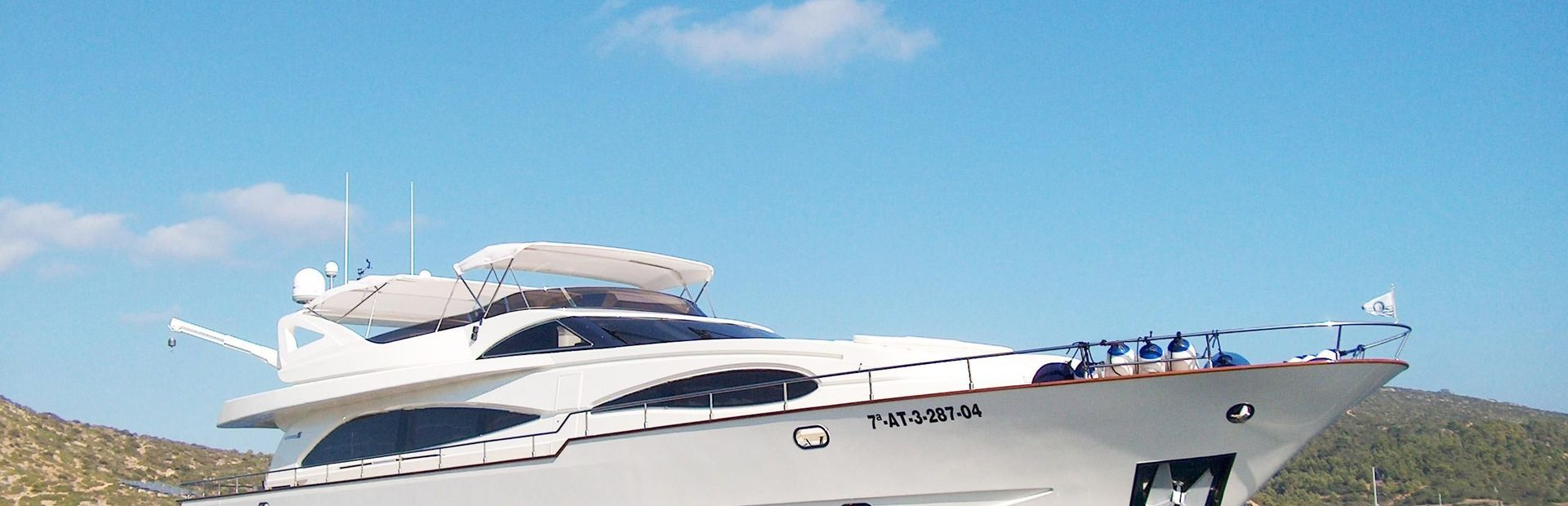 95 GLX Yacht Charter