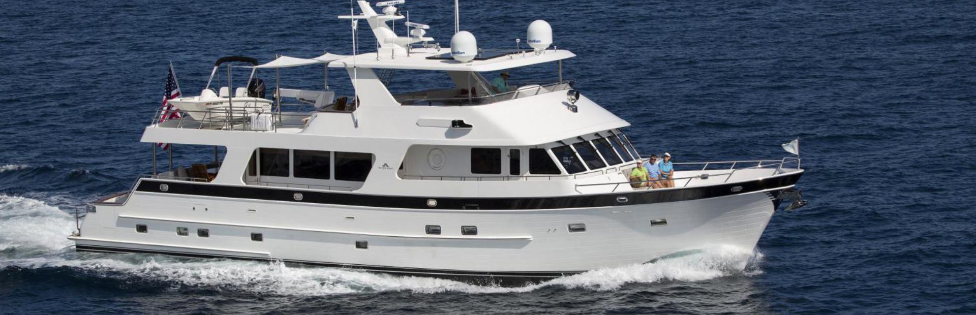 820 Cockpit Motoryacht Yacht Charter