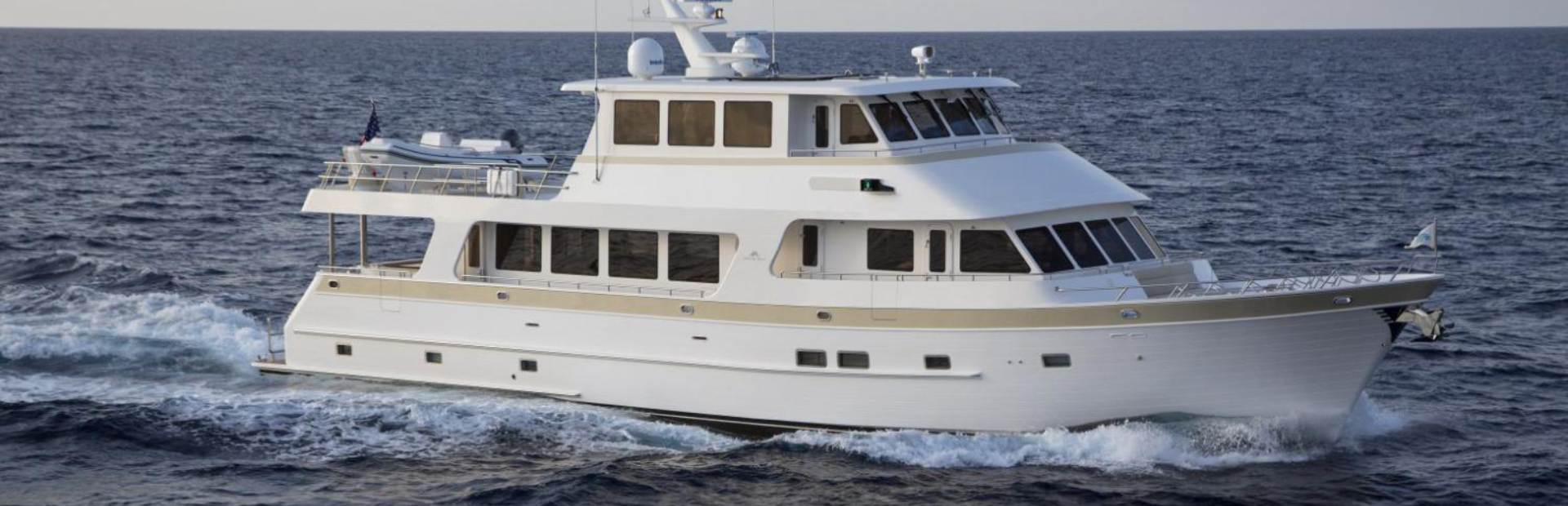860 Deluxbridge Skylounge Motoryacht Yacht Charter