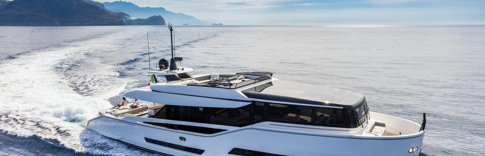 Extra 76 Yacht Charter