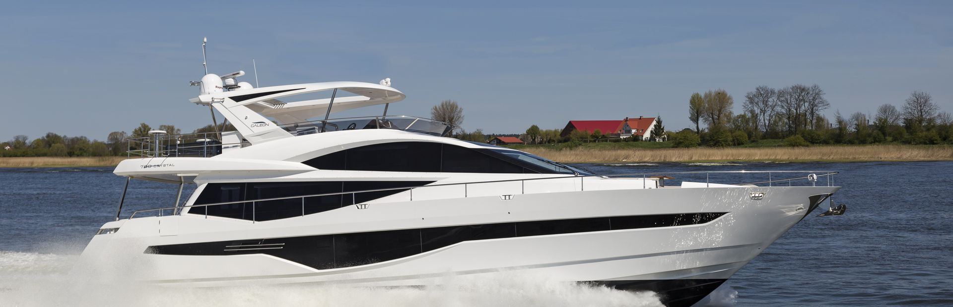 780 Crystal Yacht Charter