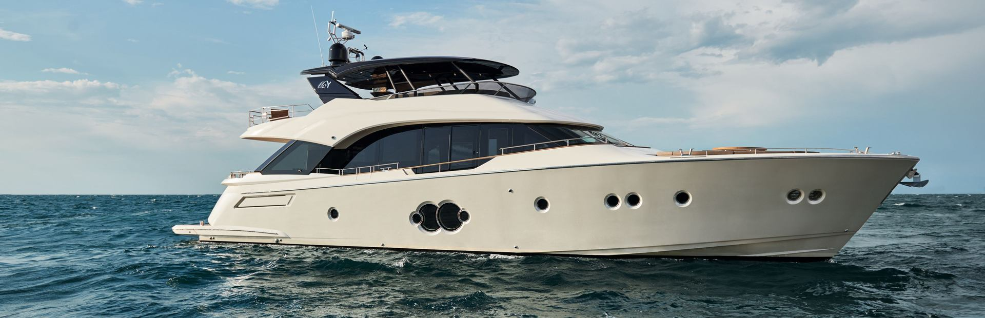 MCY 80 Yacht Charter