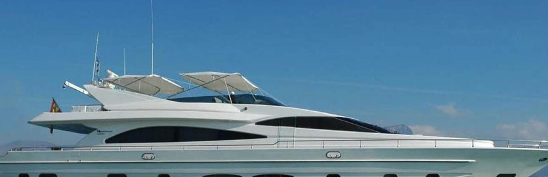 82 GLX Yacht Charter