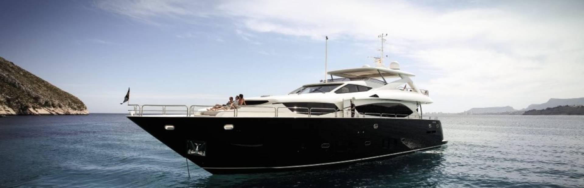 30 Metre Yacht Yacht Charter