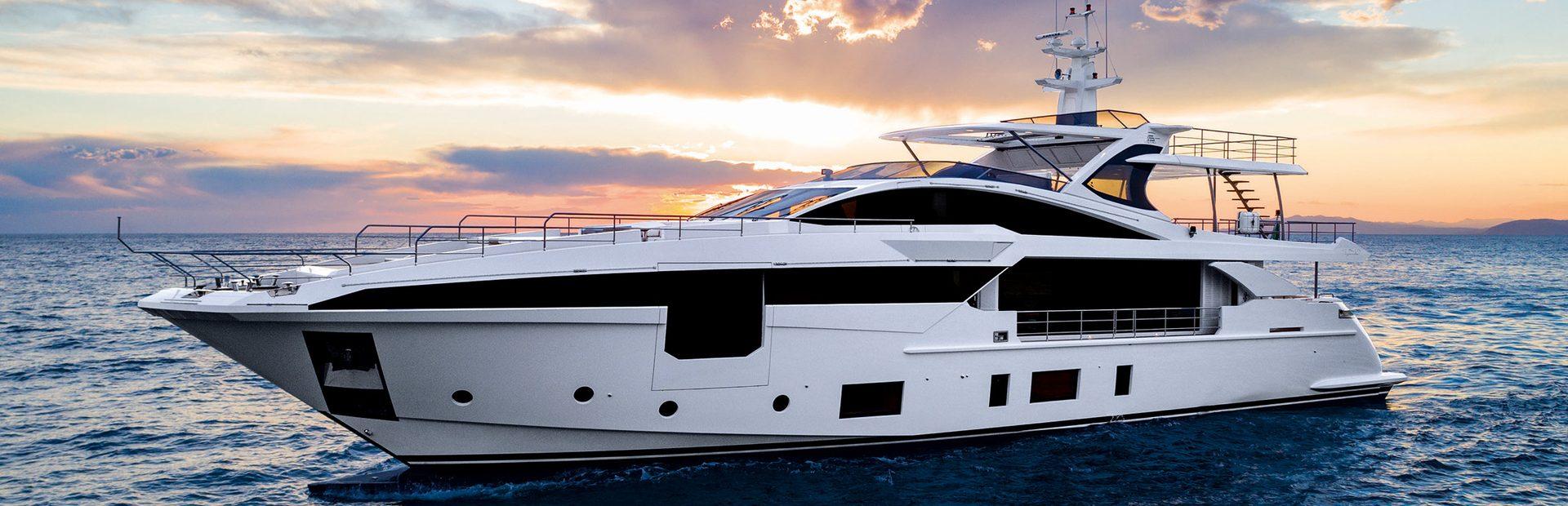 Grande 35 Metri Yacht Charter