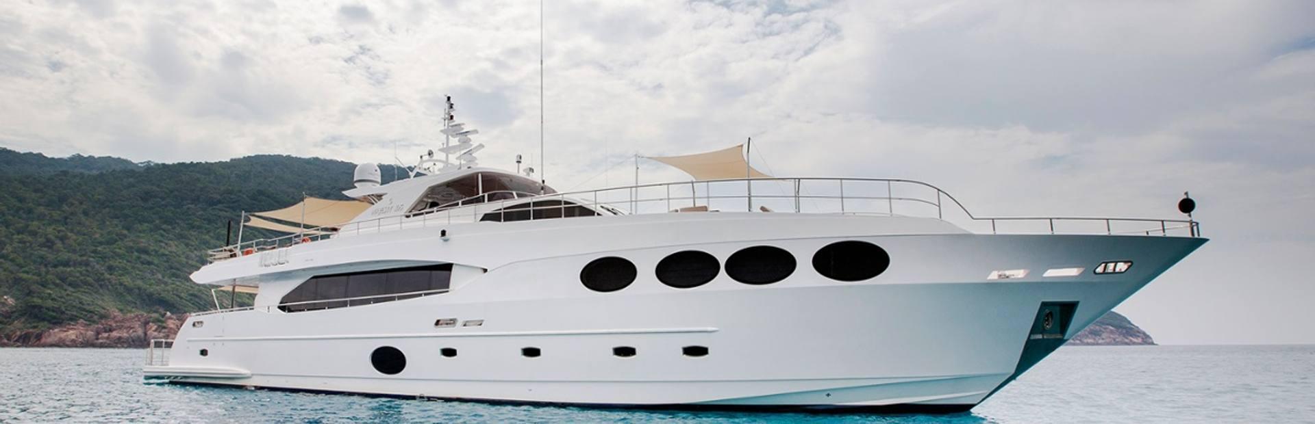 Majesty 105 Yacht Charter