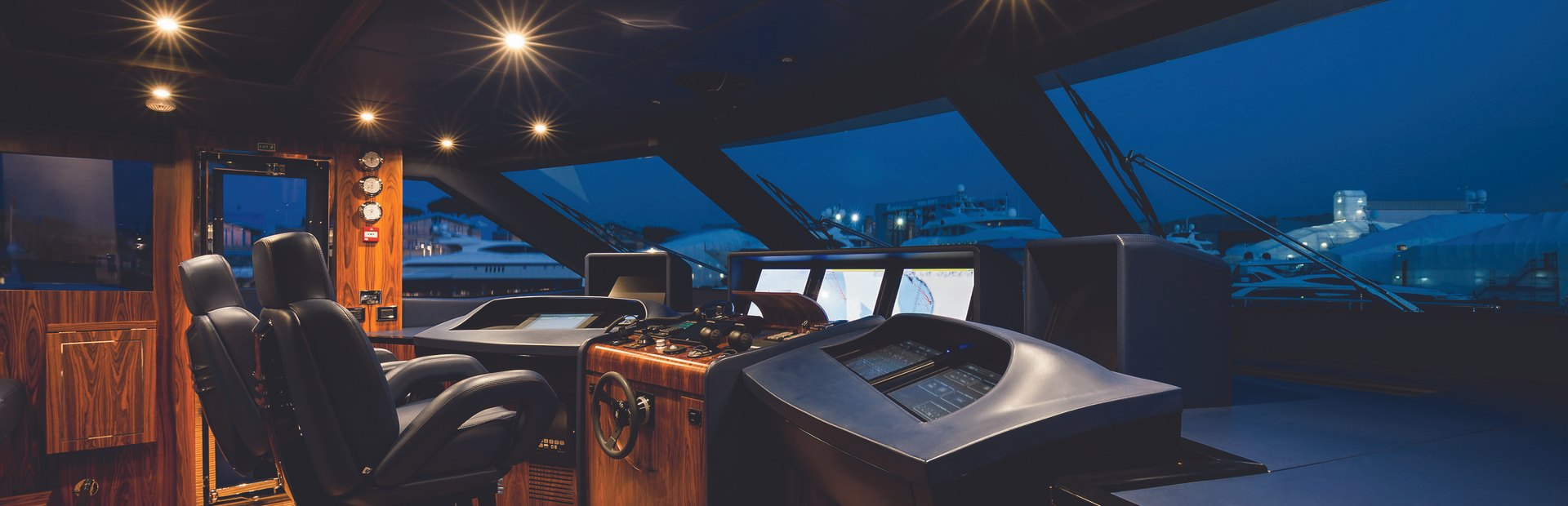 Fast 125 Yacht Charter