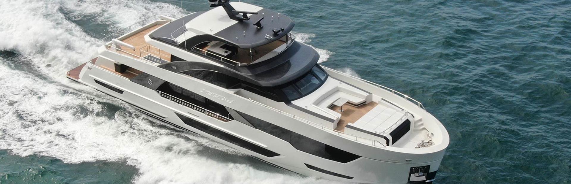 35R Yacht Charter