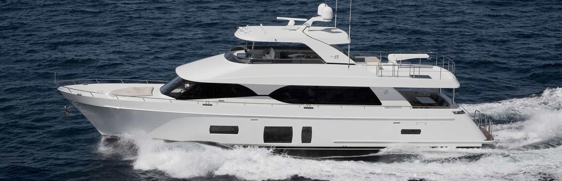 85 Motoryacht Yacht Charter