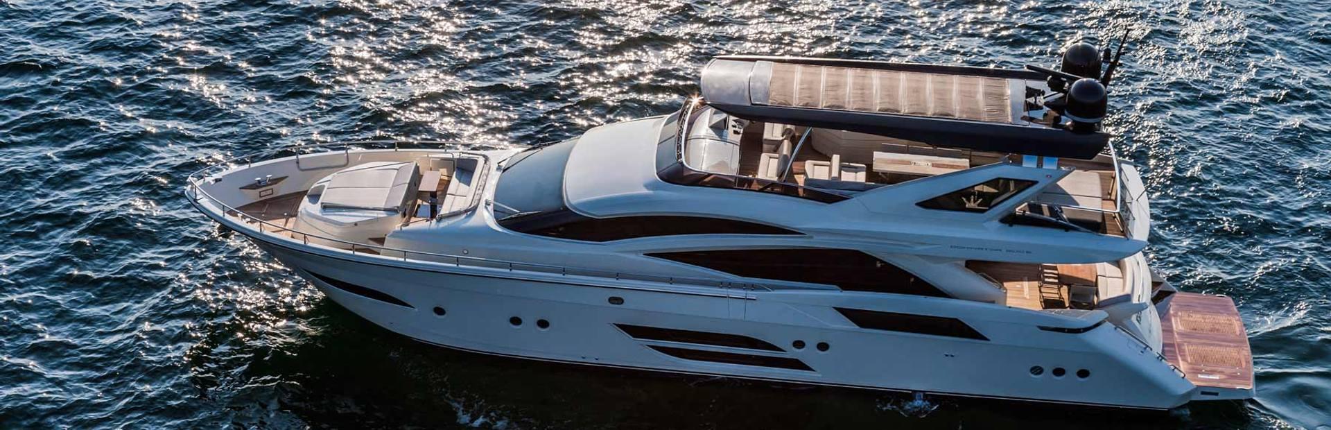 Dominator 800 Yacht Charter