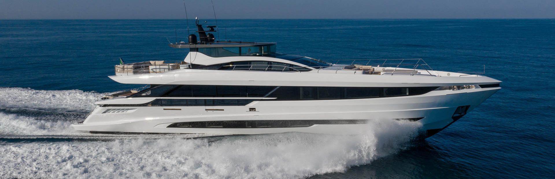 Mangusta GranSport 33 Yacht Charter