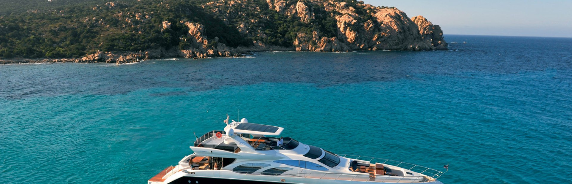 Azimut 100 Leonardo Yacht Charter