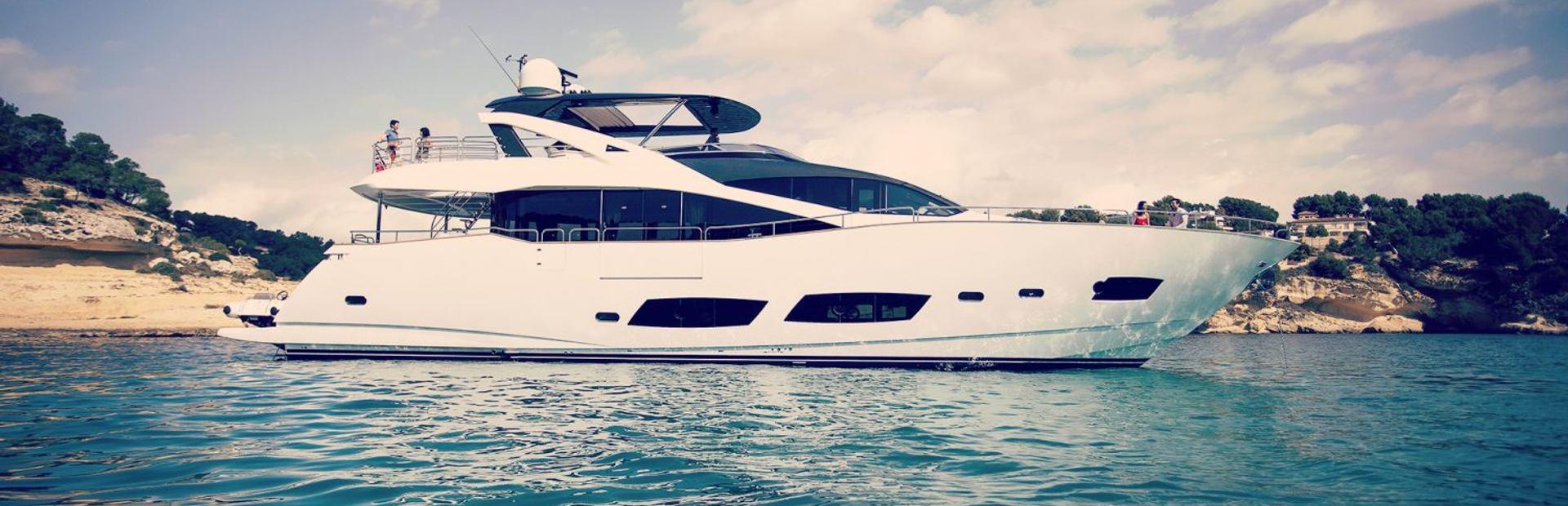 28 Metre Yacht Yacht Charter
