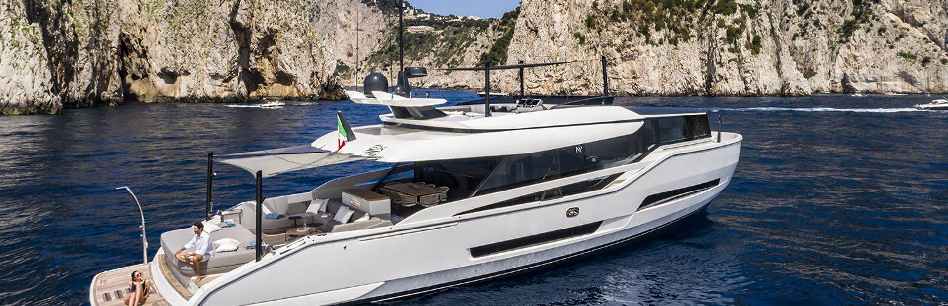 Extra 86 Yacht Charter