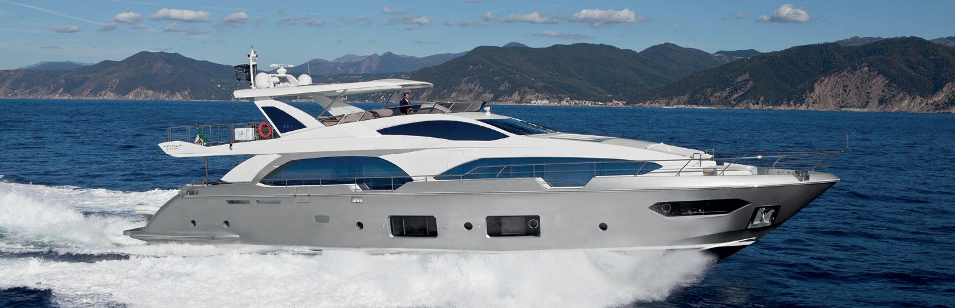 Grande 100 Yacht Charter