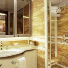 Samar Yacht VIP Bathroom