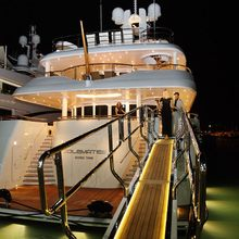 Huntress Yacht Beach Club - Night