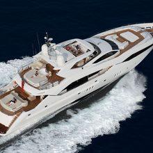Regulus Yacht Running Shot - Overhead