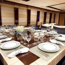 Hokulani Yacht Circular Dining Table