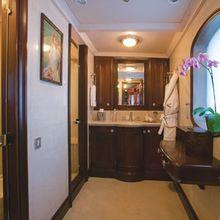 Arriva Yacht Guest Bathroom