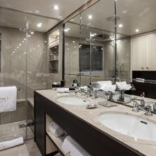4You Yacht Master Bathroom