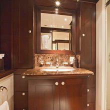 The Lady K Yacht Twin bathroom