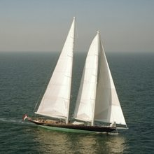 Seabiscuit Yacht Full Sail