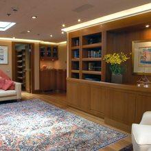 M5 Yacht Lounge - Day