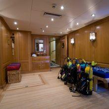 Leander G Yacht Dive Room