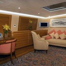 M5 Yacht Lounge - Night