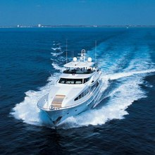 Wonder Yacht Running Shot - Front View