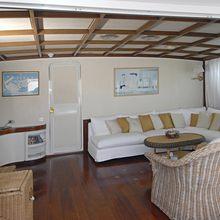 El Caran Yacht Salon - Screen