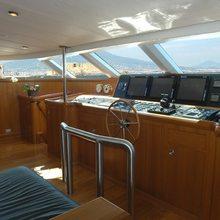 M5 Yacht Bridge