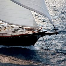 Infinity Yacht Running Shot - Front