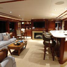 Nina Lu Yacht Skylounge Bar