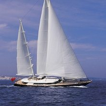 Is A Rose Yacht Running Shot - Profile