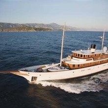 Arriva Yacht Running