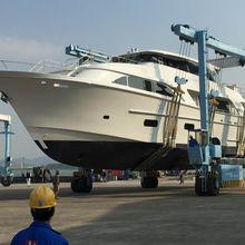 GLOBAL 104 Yacht