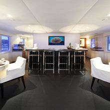 Tugatsu Yacht Saloon Overview