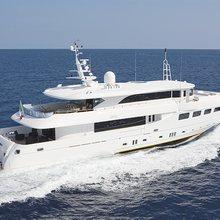 Ulysses Yacht Rear Running Shot