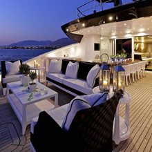 Domino Yacht