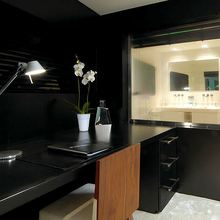 Slo Mo Shun Yacht Master Stateroom Office/Bathroom