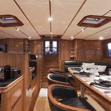 Seabiscuit Yacht Pilot house wide back