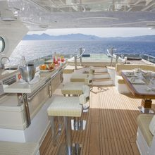 Veneta Yacht Alfresco dining & bar area