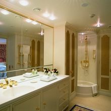 Leander G Yacht Bathroom