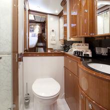 Seabiscuit Yacht VIP Bathroom
