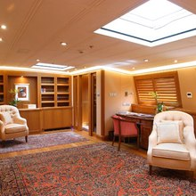 M5 Yacht Lounge