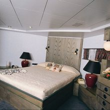 Proton Yacht Master Stateroom - Bed